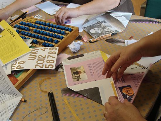 Création d'oeuvres d'art postal : pliage, dessin, écriture