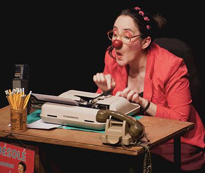 Clowne Ludivine, machine à écrire, Les Pieds dans les étoiles