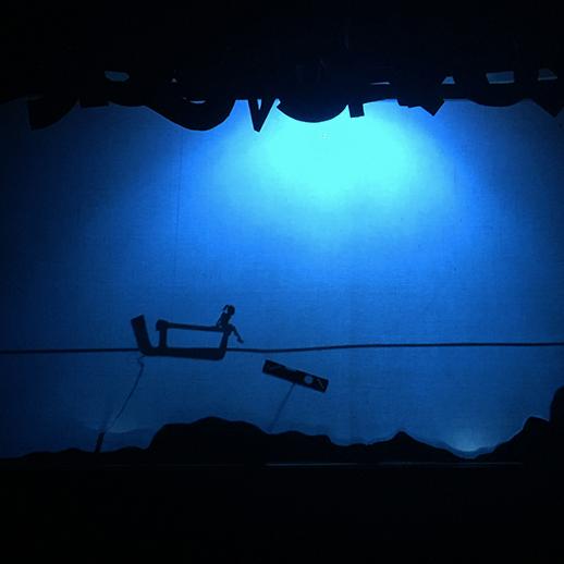 Lisa Lisa, ombre et lumières : bateau sur l'eau avec une petite fille