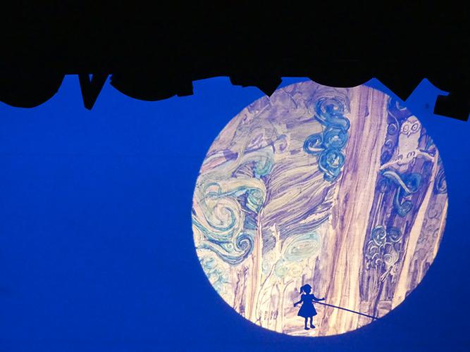 Lira Lira, visuel ombre et lumière, lune et petite fille