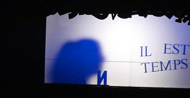 """Lisa Lira, spectacle d'ombres et lumières, """"il est temps"""", bleu"""